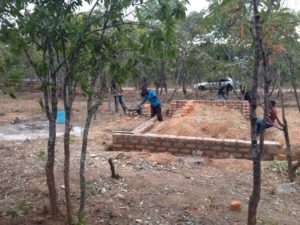 starting the build of the workshop July 2019, foto Desh Chisukulu